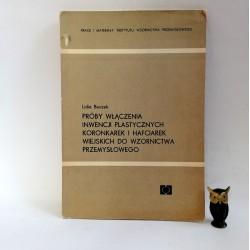 """Buczek L."""" Próby włączenia Inwencji Plastycznych Koronarek i Hafciarek wiejskich do wzornictwa przemysłowego"""" Warszawa 1969"""